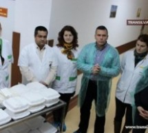 Pacienţii de la Spitalul Judeţean îşi primesc mâncarea în caserole