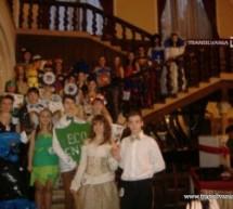 Carnaval cu costume din materiale reciclabile, la Castelul Karolyi
