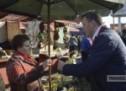 Adrian Ștef a împărțit flori în piețele din Satu Mare