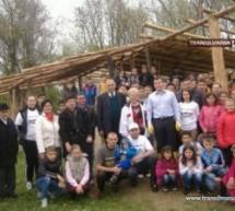"""Pe perimetrul """"Satului de lut"""" din Pomi s-au plantat 50 de puieți"""