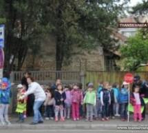"""Copiii de la """"Drumbrava Minunată"""" au dirijat circulația"""