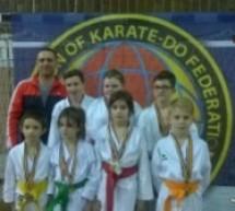 """Nouă medalii pentru copiii de la secția de karate la Cupa """"Tiger"""""""
