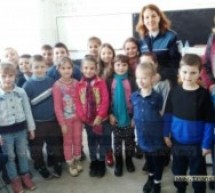 """Elevii din Racșa și Livada dornici să intre în """"Școala Siguranței Tedi"""""""