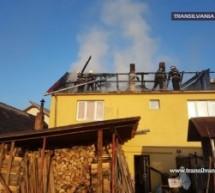 O casă din Negrești-Oaș a luat foc