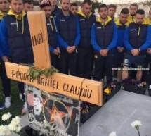 Fotbaliștii Olimpiei la mormântul lui Didi Prodan