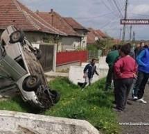 O mașină s-a dat peste cap și s-a proptit de un gard, la Ardud