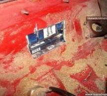 A ascuns țigările de contrabandă în rezervor și în ușile de la mașină