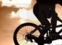 A ajuns în șanț încercând să evite un biciclist