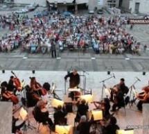 """Filarmonica """"Dinu Lipatti"""" susține un concert simfonic în Piața 25 Octombrie"""