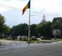 Catargul pentru tricolor, înalt de 48 de metri, amplasat în Piața Libertății