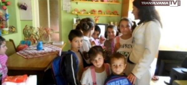 Ghiozdane pentru copiii orfani, de la femeile democrat-liberale