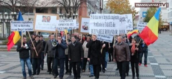 Protest anemic şi ilegal al PD-L împotriva Guvernului USL