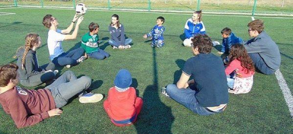 Liceeni francezi, în tabără cu copiii din mediile defavorizate