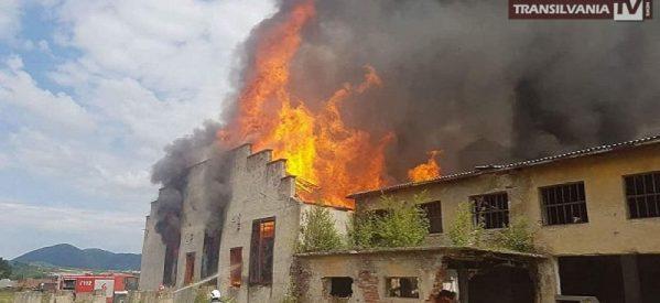 Incendiu la o fabrică dezafectată din Bixad