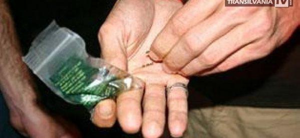 Drogat prins de polițiștii locali