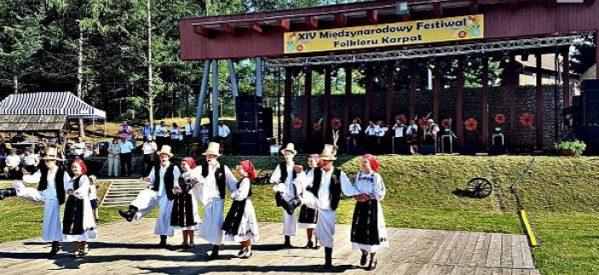"""Ansamblul """"Cetatea Codrului"""", pe podiumul Festivalului Folcloric al Carpaților din Polonia"""