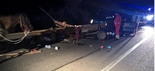 Un sătmărean a spulberat cu mașina o căruță și a fugit