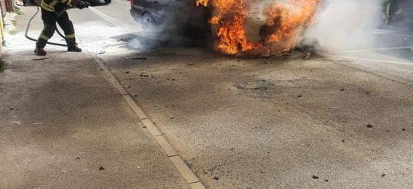 Autoturism cuprins de flăcări în Satu Mare